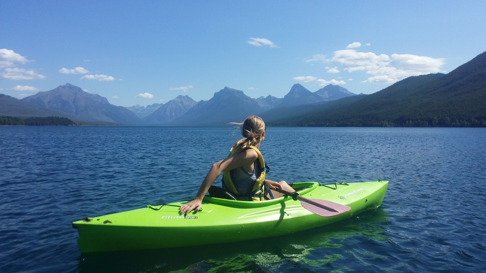 Best Reasons why you should paddle Kayak for Travel & Sport