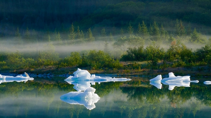 Glacier-Lake-in-Kenai-Fjords-National-Park-Alaska